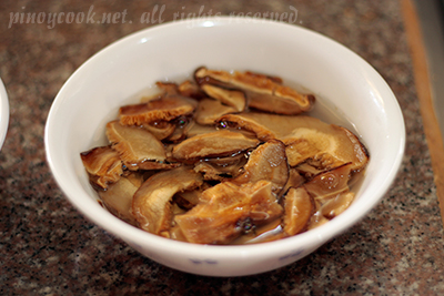 casaveneracion.com Chinese black (shiitake) mushrooms, sliced