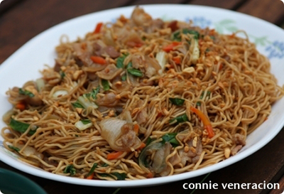 "casaveneracion.com Ernest""?s pancit canton with bacon-cut pork"
