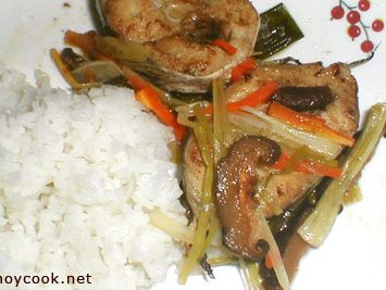 Steamed Eel (Palos) Topped With Leeks, Mushrooms and Carrots