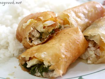 Lumpiang tinapa at mangga (smoked fish and mango spring rolls)