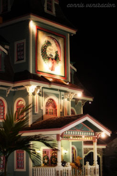 casaveneracion.com Jojo's Christmas Cottage, Sampaguita Garden's Resort, nighttime photo