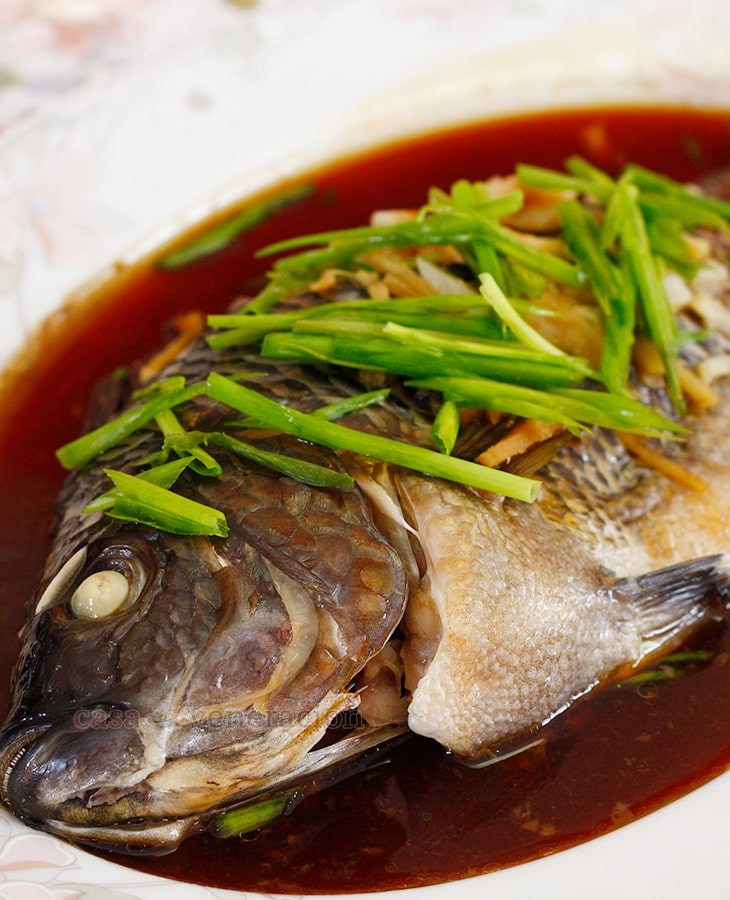 Steamed whole tilapia with ginger and soy sauce casa for How to steam fish