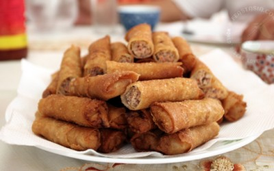 Lumpiang Shanghai (fried spring rolls with pork filling)