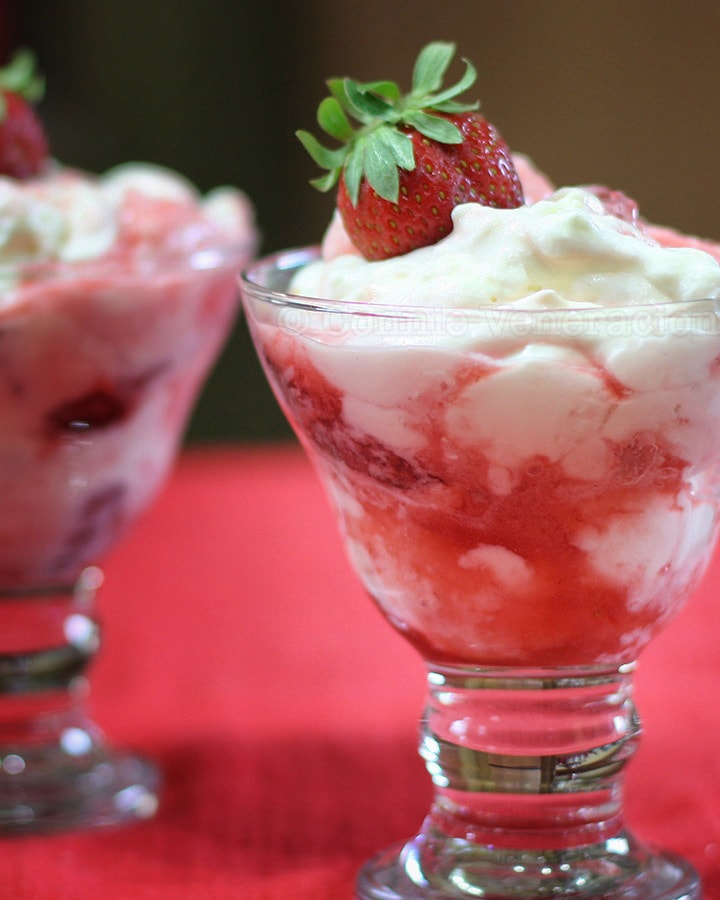 Eton mess (strawberries, whipped cream and meringue)