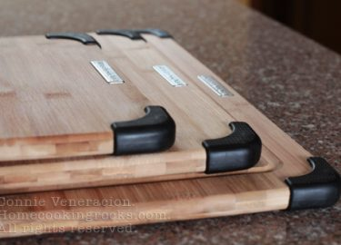 Bamboo chopping boards with rubber feet: set of three