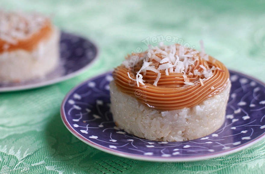 casaveneracion.com Sticky rice mold with dulce de leche and coconut topping