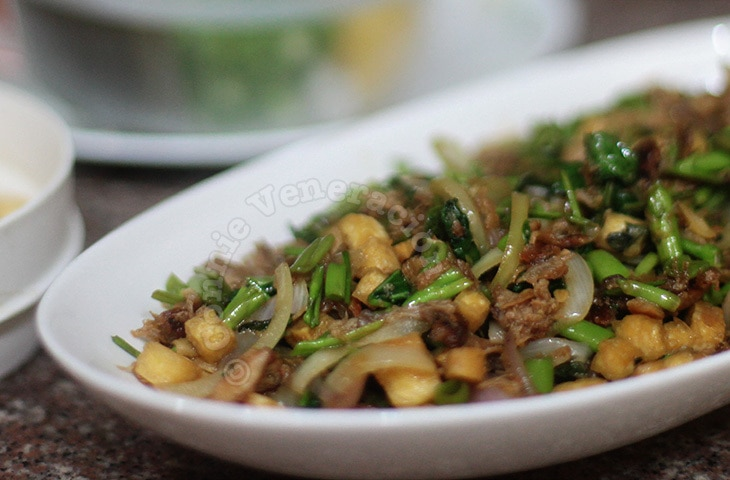 Sweet and spicy kangkong with shredded pork and fried tofu