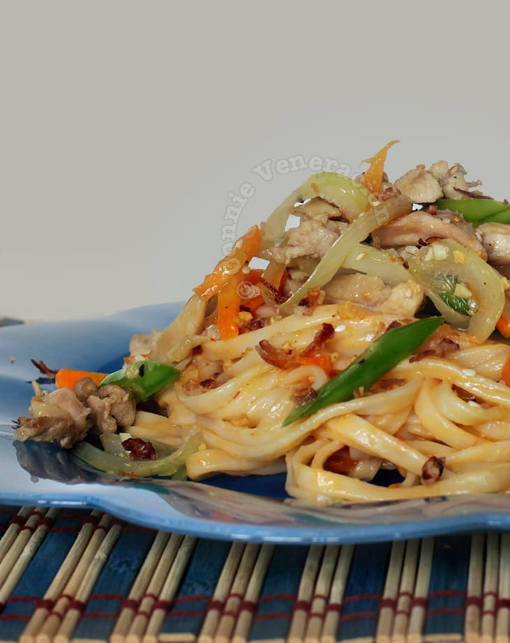 casaveneracion.com Asian-style noodles with spicy peanut sauce