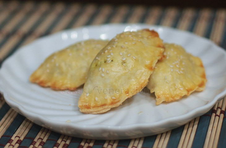 Pork curry empanada