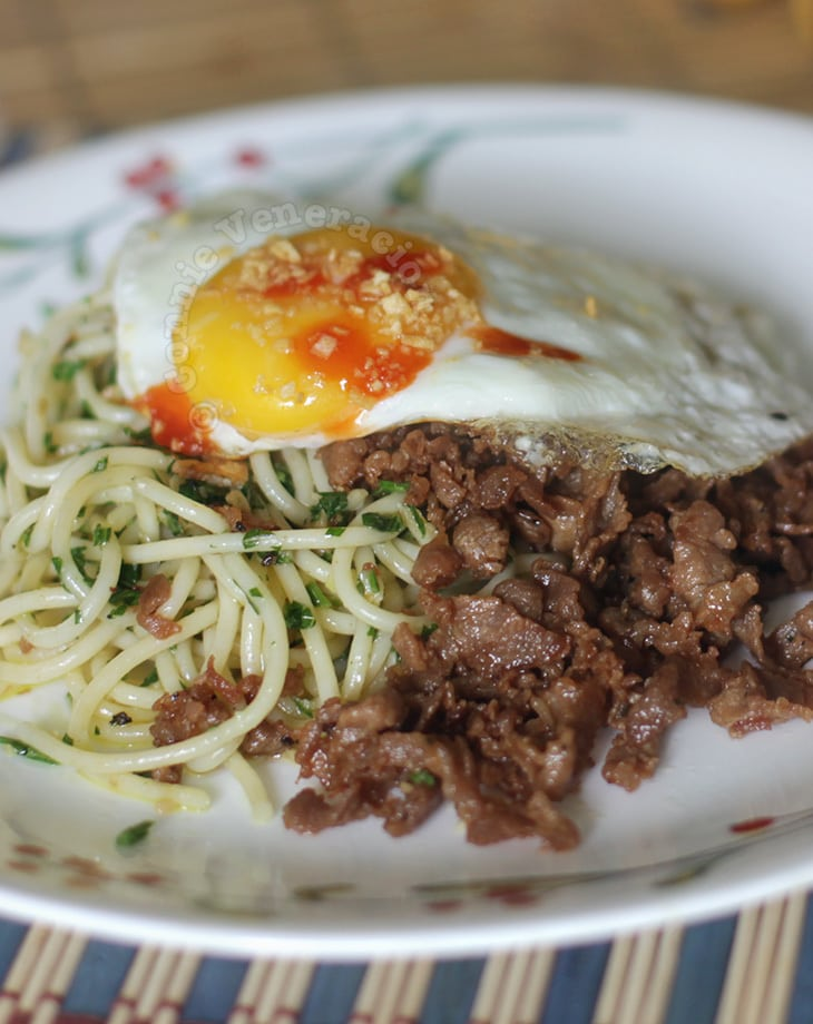 Spaghetti with malunggay pesto, pork tapa and egg