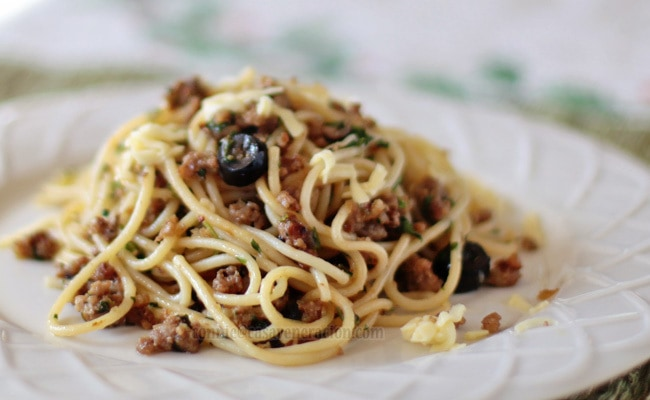casaveneracion.com Spaghetti with ground pork and black olives