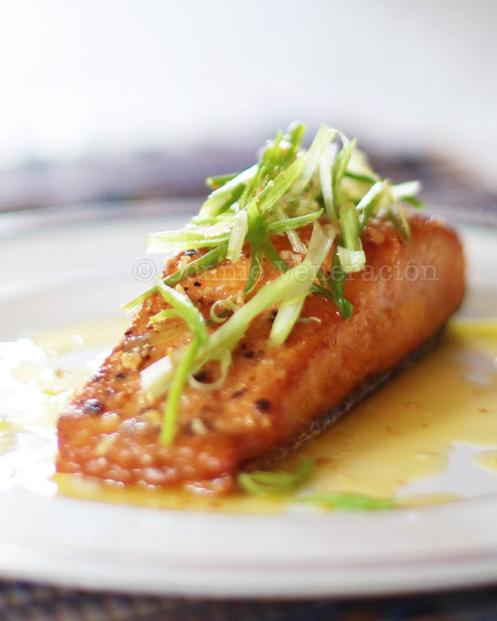 Pan-grilled salmon fillet with lemon-butter-garlic sauce