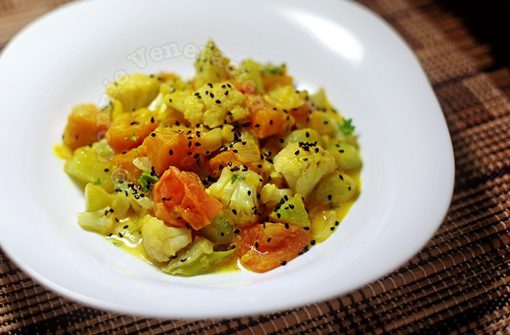 Mixed vegetables with honey-yogurt-mustard sauce | casaveneracion.com