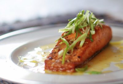 grilled-salmon-lemon-butter-garlic-sauce2