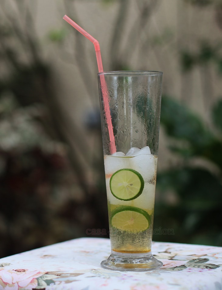 Iced jasmine tea with fresh lime