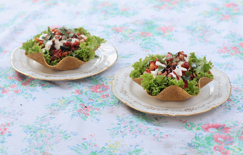 Chili salad in corn tortilla cups | casaveneracion.com