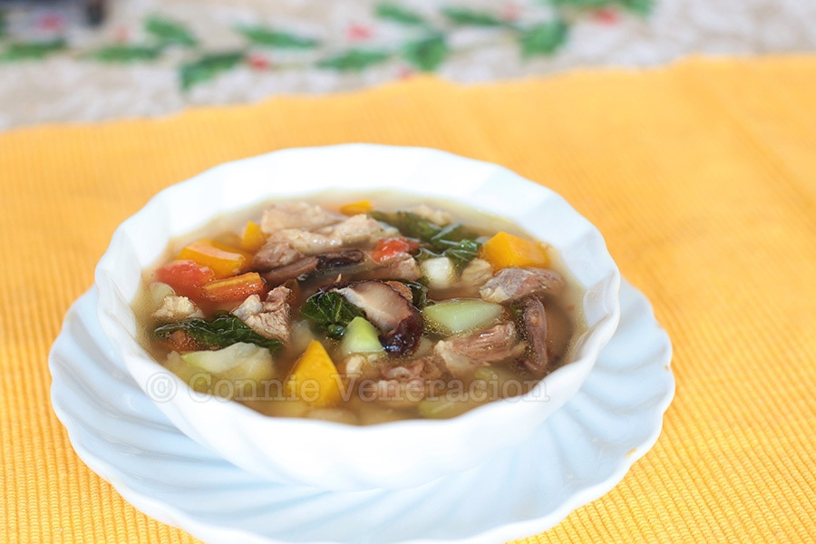 Beef, mushrooms and vegetables soup | casaveneracion.com
