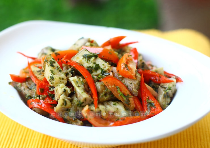 casaveneracion.com Pan-fried pork with pesto, peppers and tomatoes