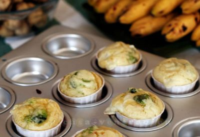 broccoli-cheese-chili-muffins2