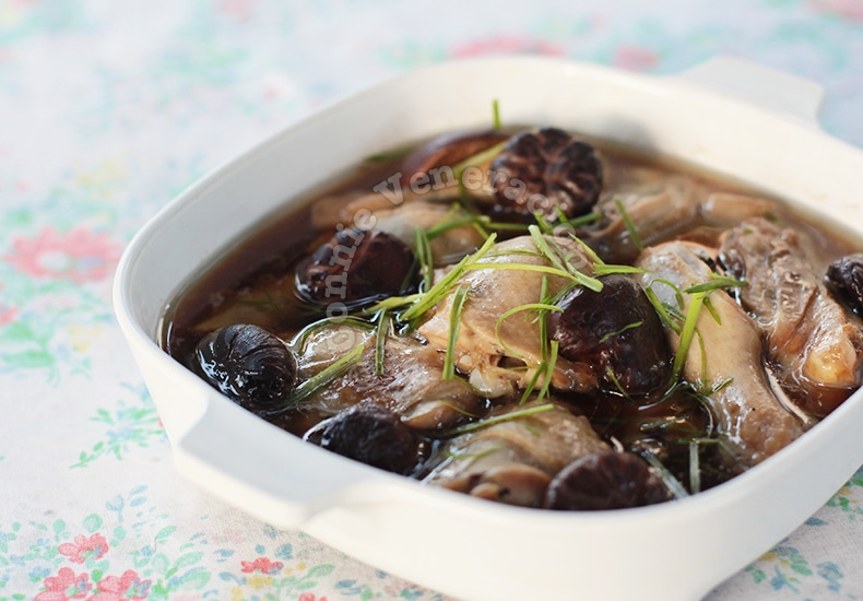Chinese Steamed Chicken and Mushrooms | casaveneracion.com