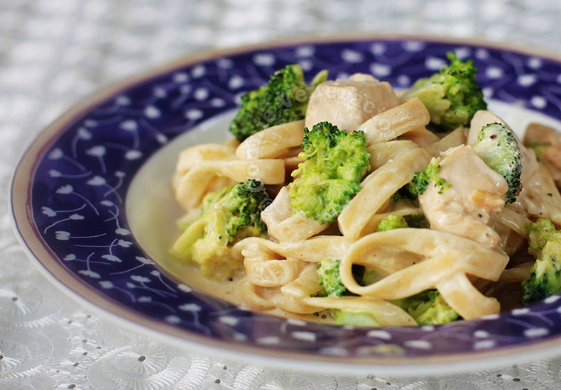Chicken Broccoli Pasta With Cream Cheese Sauce | casaveneracion.com