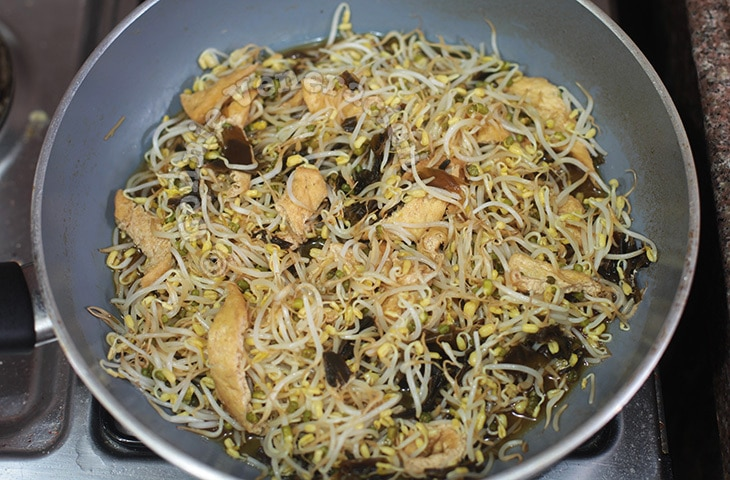 Japanese-style Simmered Bean Sprouts, Tofu and Kelp