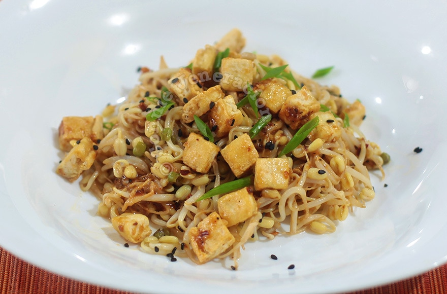 Bean Sprouts and Tofu Salad With Bang Bang Sauce | casaveneracion.com