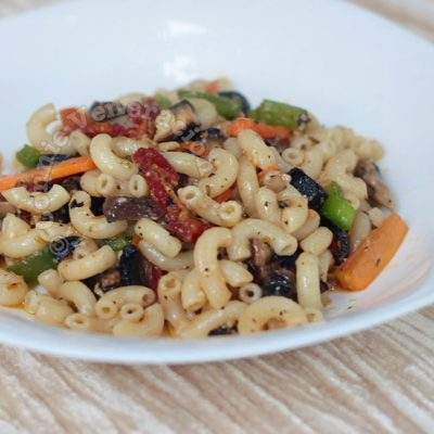 Pasta With Mushrooms, Black Olives and Sun-dried Tomatoes