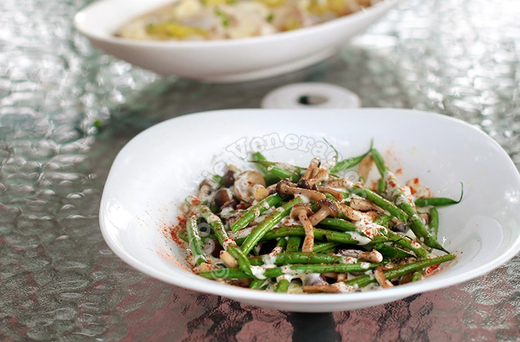 Steam-fried Mushrooms and Green Beans | casaveneracion.com