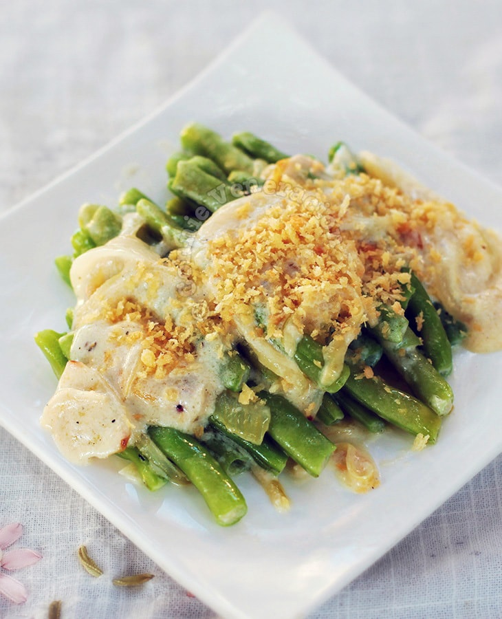 Green Beans With Caramelized Onion and Béchamel Sauce | casaveneracion.com