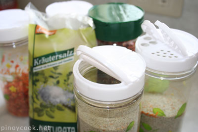 casaveneracion.com dispensers for salt, spices, dried herbs and vegetables