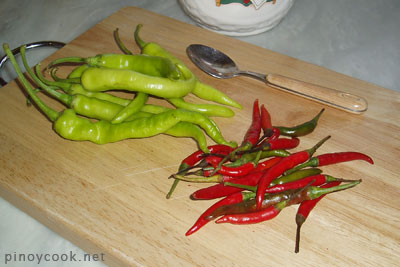 casaveneracion.com Siling haba and siling labuyo (hot chilies)