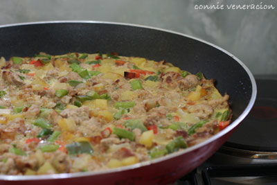 casaveneracion.com pork and vegetables frittata cooked in a non-stick pan