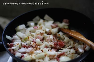 casaveneracion.com fry the bacon; add the chopped onions and garlic