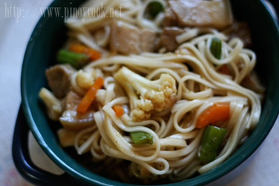 casaveneracion.com udon and stir fried vegetables