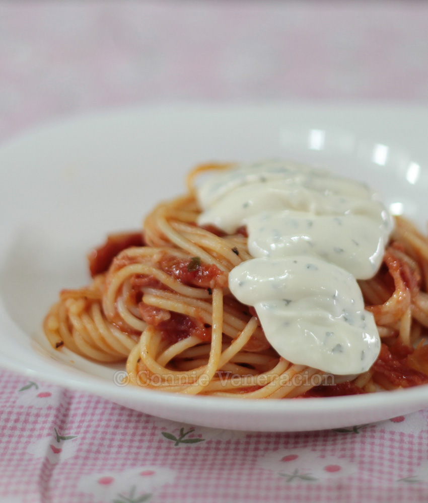 15-minute spaghetti with cream cheese topping