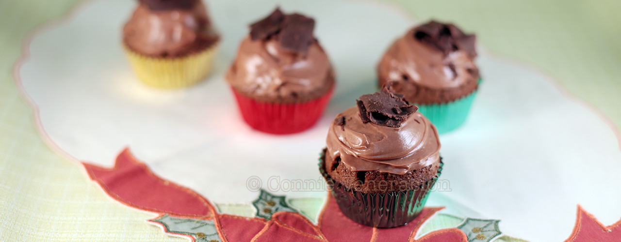 Chocolate cupcakes with cream cheese frosting | casaveneracion.com
