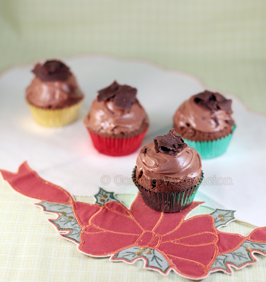 casaveneracion.com Chocolate cupcakes with cream cheese frosting