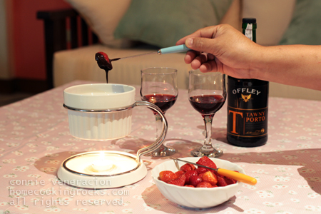 casaveneracion.com Strawberries, chocolate fondue and tawny port