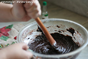 casaveneracion.com mix the chocolate-butter and egg-sugar mixture