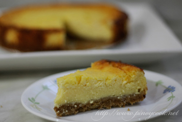 """casaveneracion.com Valentine""""?s Day cheesecake with oatmeal and pili nuts crust"""
