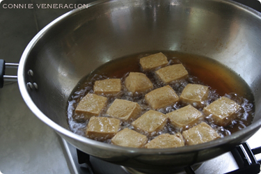casaveneracion.com tips on frying tokwa (firm tofu)