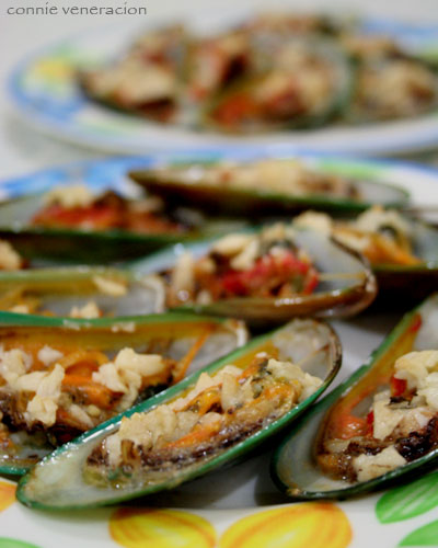 casaveneracion.com baked tahong (mussels) with olive oil and fresh garlic