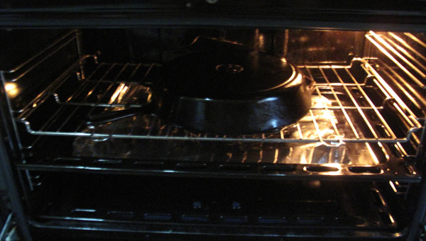 We know now that rust in cast iron cookware can be removed. And, to keep rust off, cast iron pans need to be seasoned. Seasoned? Oiled, literally. Keep cast iron pan lightly coated in oil, even in storage.