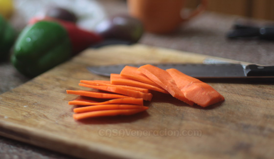 casaveneracion.com how-to-julienne-vegetables2