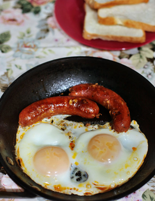 casaveneracion.com sausages-eggs-breakfast