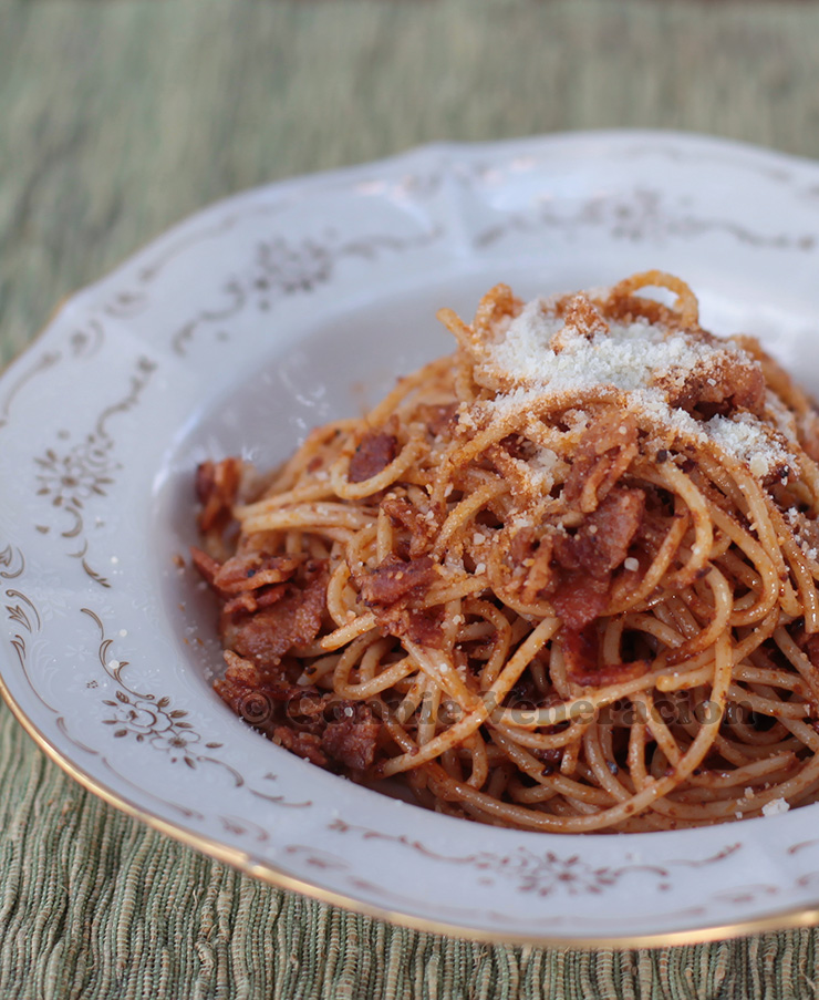 Pasta with eggplant and tomato pate