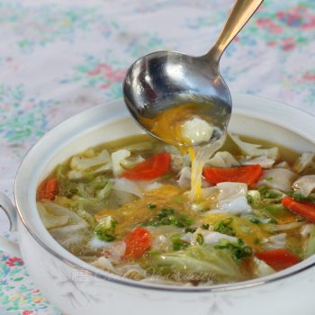 Hototay is a meat, wonton and vegetable soup. The combination of vegetables varies, the meat can be chicken or pork, or both. Wontons are never absent.