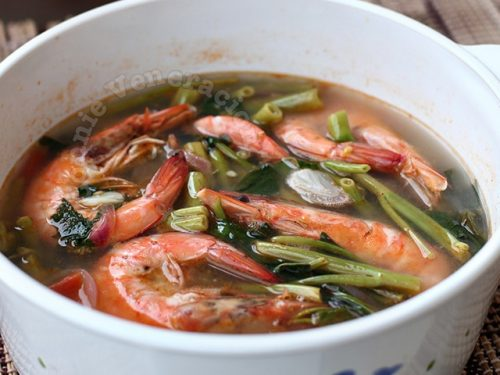 Sinigang na sugpo (prawns in sour soup)