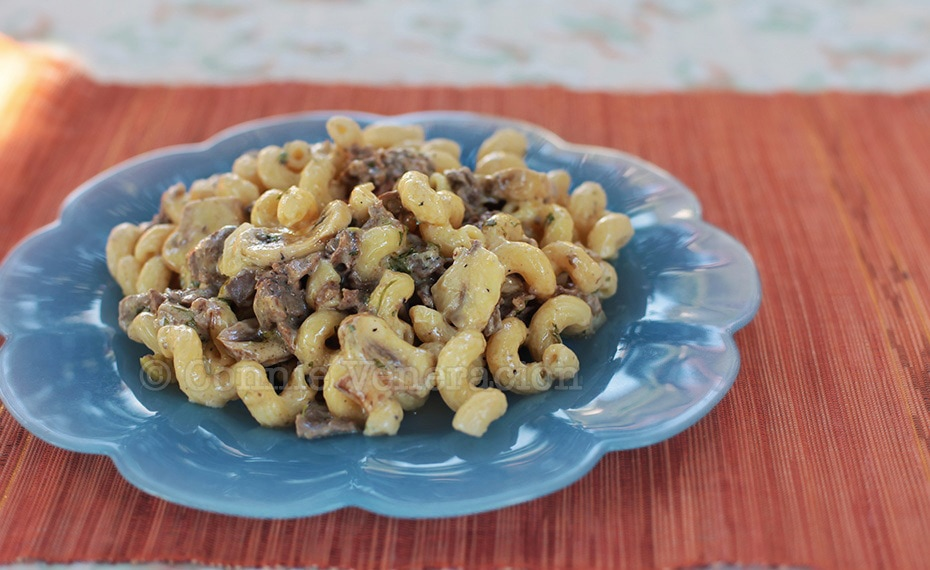 Beef stroganoff with buttered pasta | casaveneracion.com